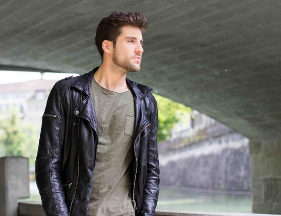Leather Jacket: Tigha, Shirt & Pants: Jack&Jones, Sunglasses: Ray Ban